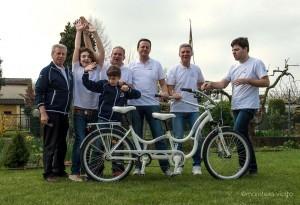 La bici degli abbracci in dono a Papa Francesco