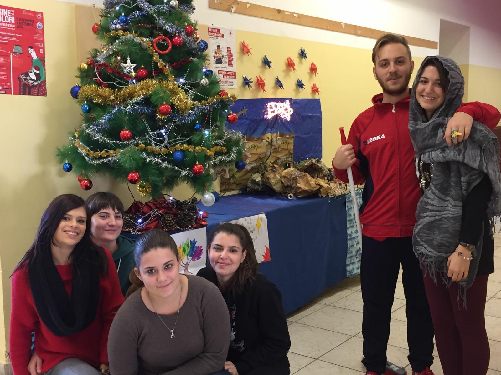Alcuni studenti protagonisti dell'Albero della Solidarietà