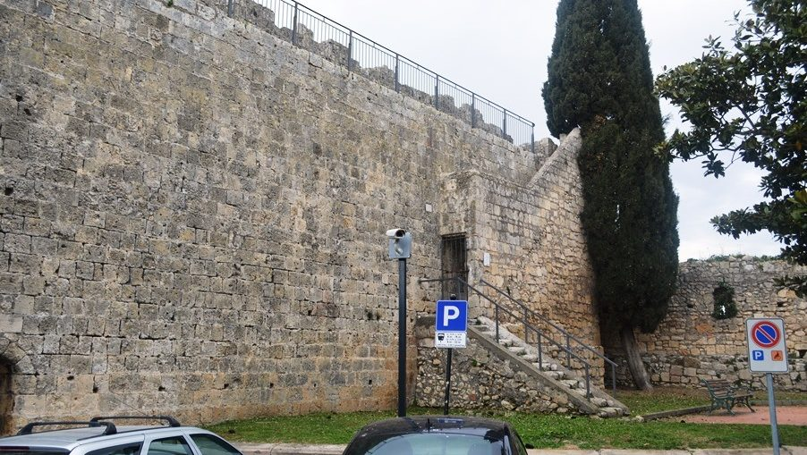 Telecamera di via di Porta Castello a Tarquinia (VT)