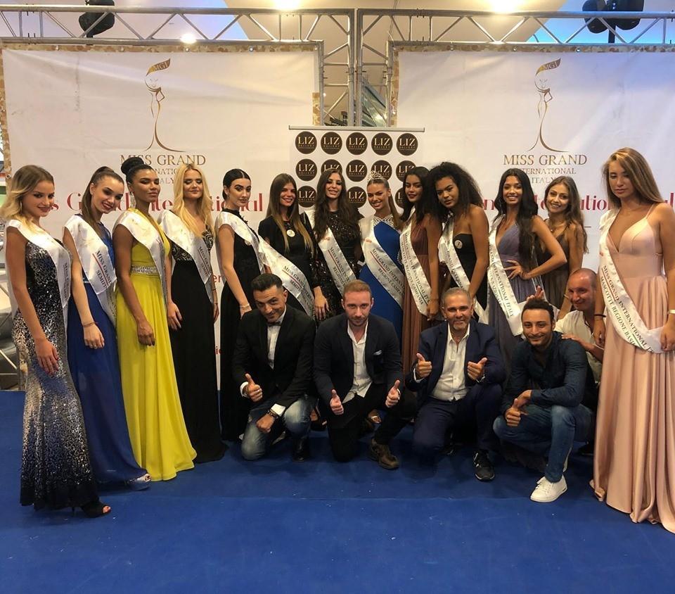 Foto di gruppi delle finaliste nazionali di Campania e Basilicata
