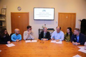 Un momento della firma dell'accordo al Meyer