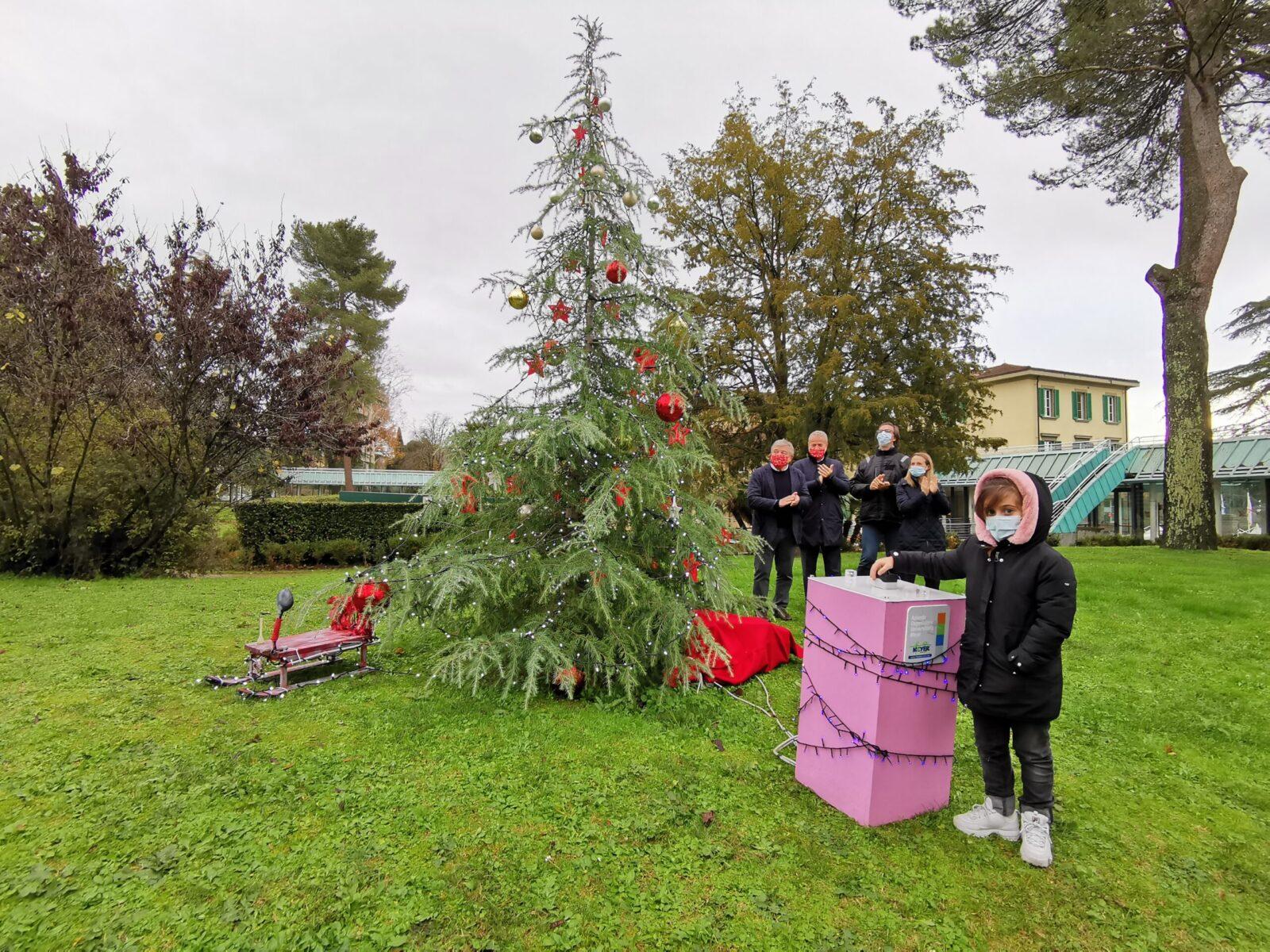 foto accensione albero di Natale